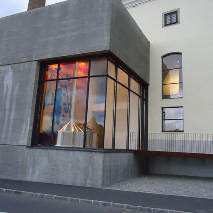 Brauerei Freistadt gebogene Glaswand 1