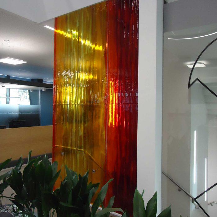 Künstlerische Glaswand Raiffeisenbank Kirchdorf 1