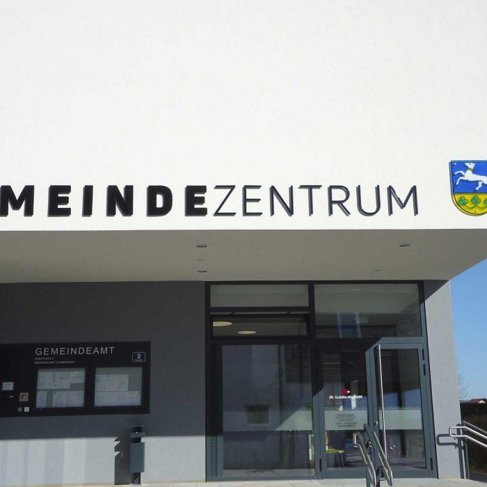 Gemeindeamt Inzersdorf Glasbeschriftung und Wappen 2